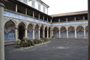 This Franciscan monastery had a very interesting courtyard - full of blue and white tiled scenes.